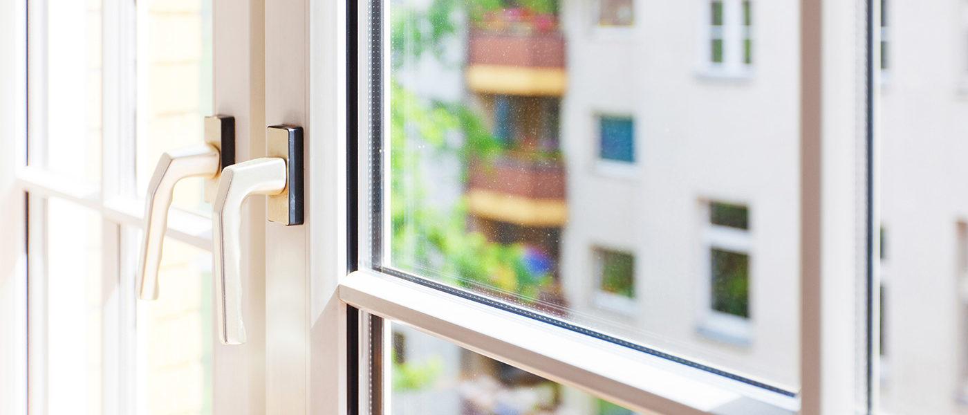 Fenster-aus-Holz-oder-Kunststoff